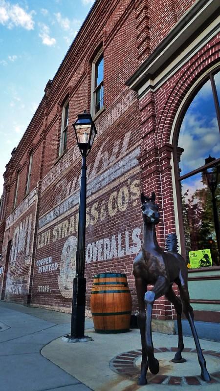 jacksonville oregon horse statue