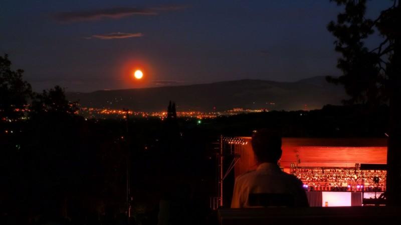 jacksonville oregon full moon over britt gardens