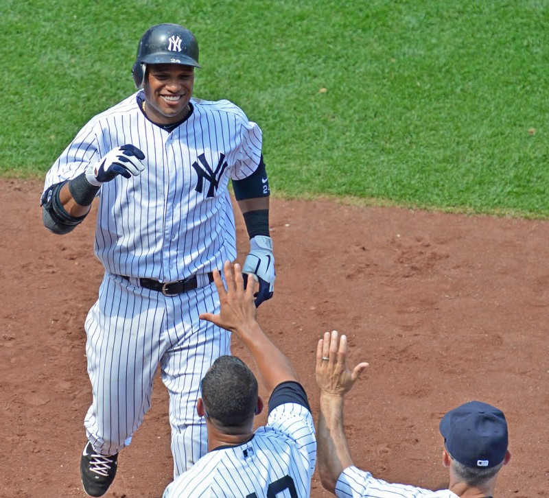 joe girardi high fives robinson cano
