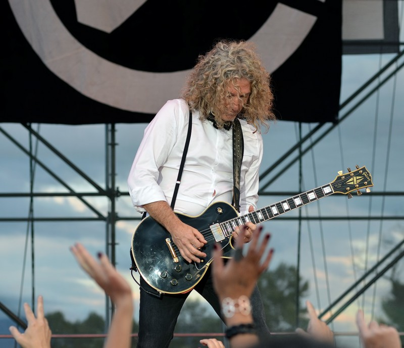 lead guitar foreigner 2012  Bruce Watson