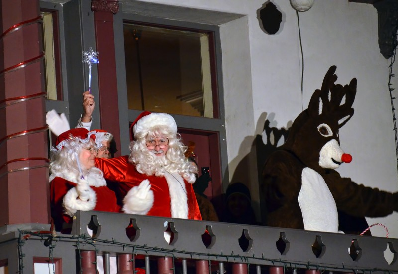 mrs. claus santa rudolph balcony of alex's restaurant ashland oregon