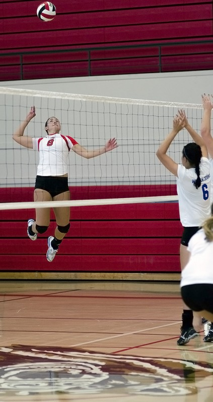 sigma 85mm f1.4 lens volleyball photography southern oregon university volleyball ashland high school gym