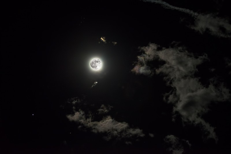 jupiter and the full moon