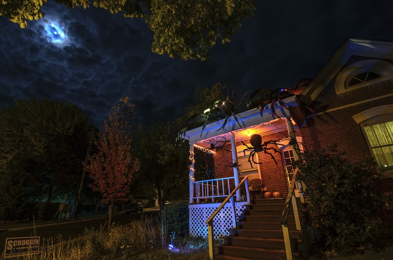 night photography nikon d7000 tokina 11-16mm f2.8 spider halloween house decorations siskiyou