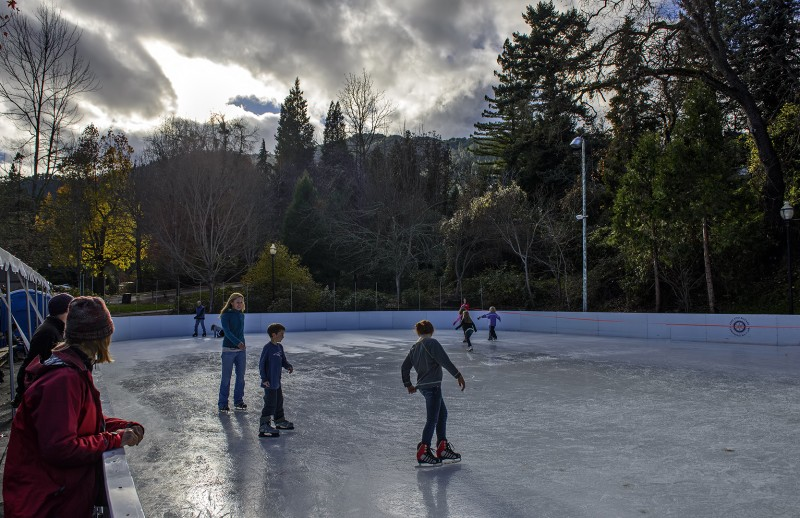 darex family ice rink ashland rotary centenial ice skating lithia park oregon outdoor prices tickets rental skates