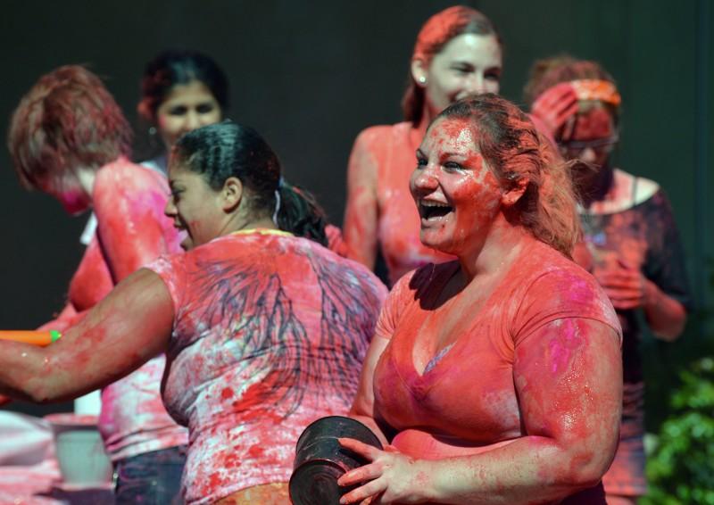 Sarah Looney Kyanna Smith Indian Color Festival Holi SOU