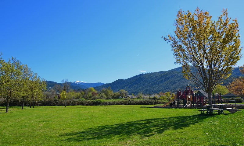 mt ashland from helman elementary school