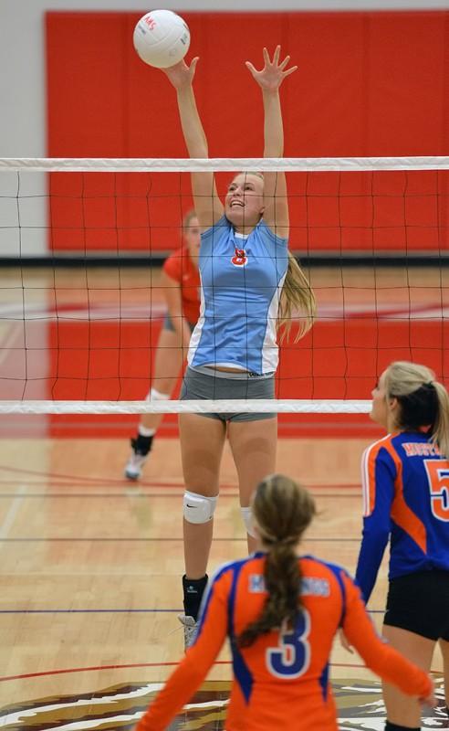 Ellie Case block ashland oregon volleyball hidden valley