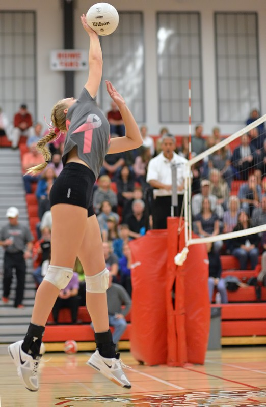 Ashland High School Girl's Varsity Volleyball ellie case photo by al case ashland daily photo