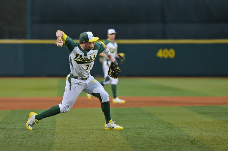 Oregon Ducks Baseball Mitchell Tolman
