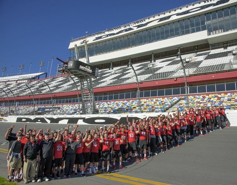 2014 sou football team daytona international speedway finish line