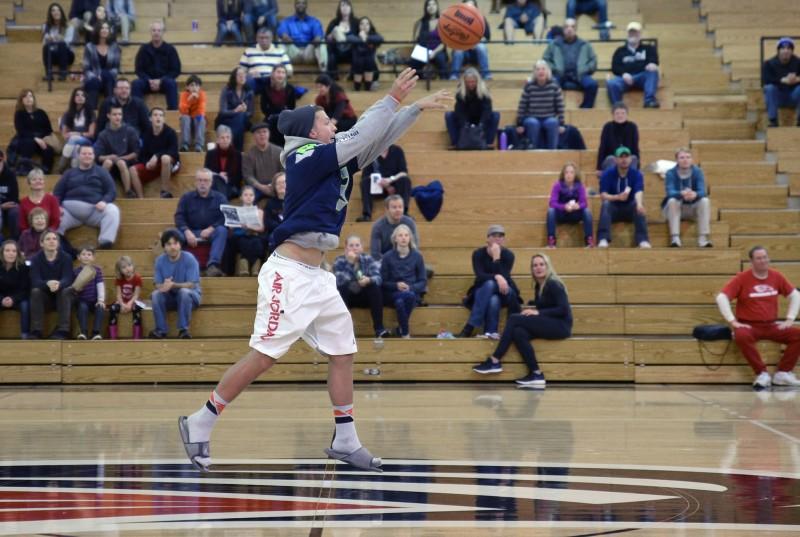 SOU women's basketball halftime shot by austin dodge