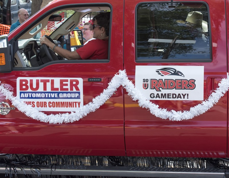 sou gameday raiders 4th july parade butler
