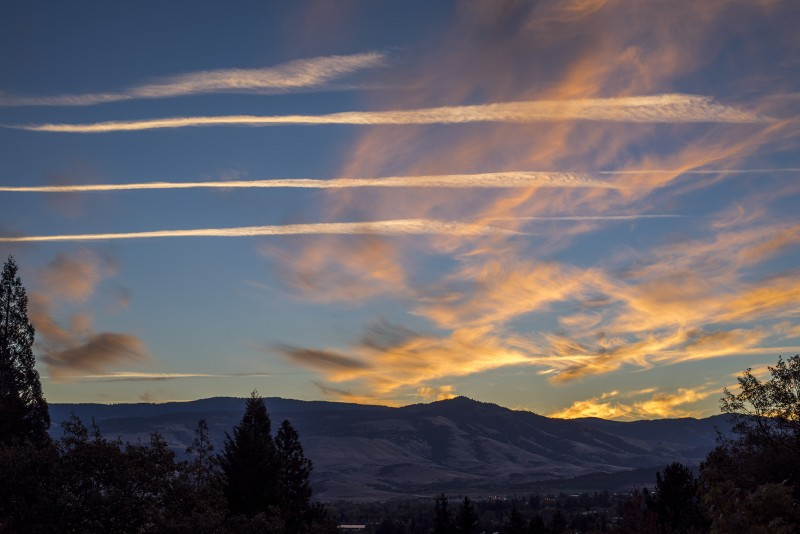 sunrise contrails ashland oregon