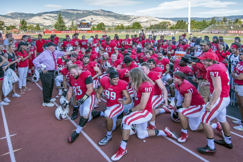 sou-football-colin-davis-team-coach-howard-grizzly-peak