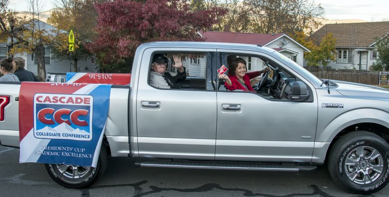 sou-homecoming-parade-coach-craig-howard-linda-schott