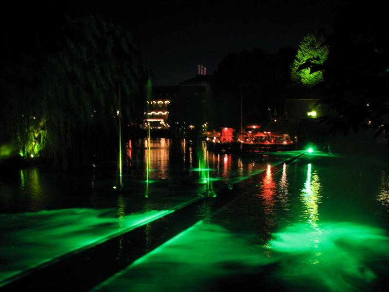 Illuminations show set to music
