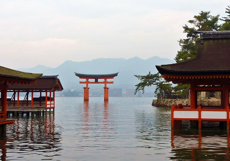 Itsukushima Shrine 厳島神社 Jinja miyajima japan torii