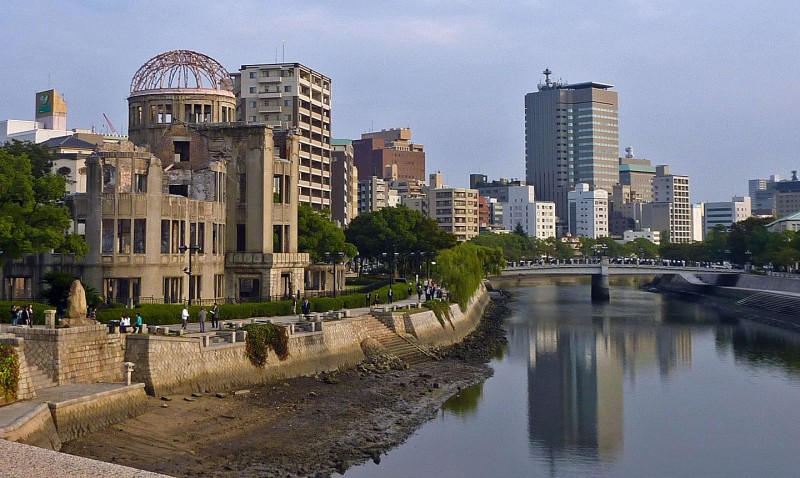 hiroshima peace memorial museum river view