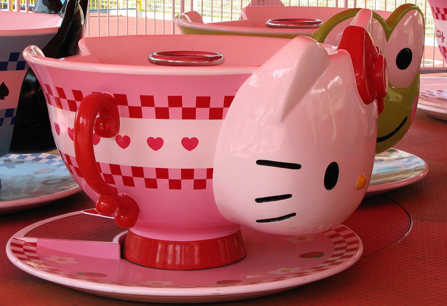 seibuen yuenchi hello kitty cups