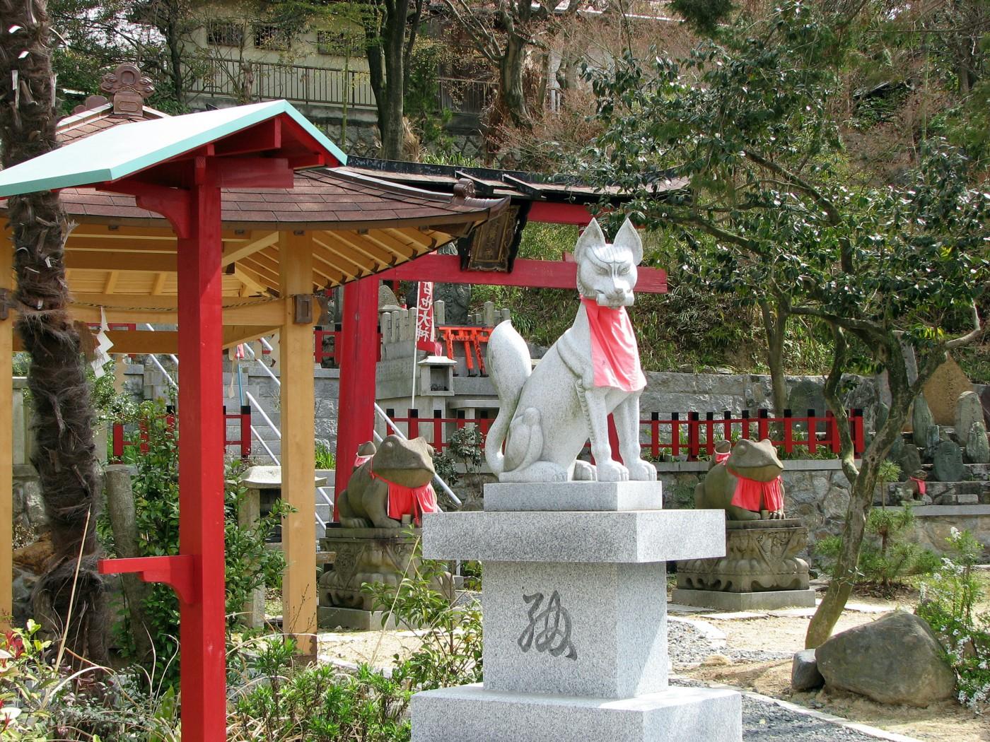 fox statue kitsune Fushimi Inari Taisha 伏見稲荷大社
