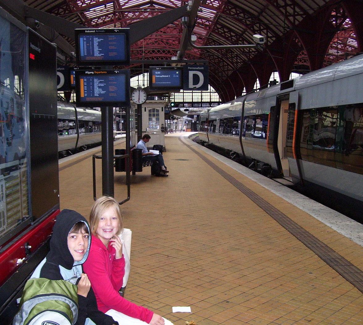 copenhagen train station platform