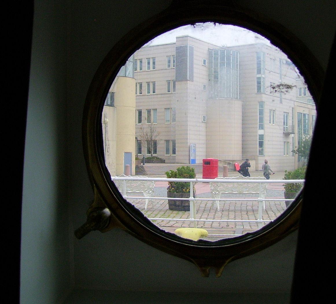 hotel barken viking room porthole