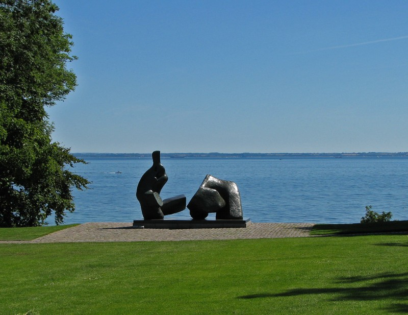 sculpture with oresund straight