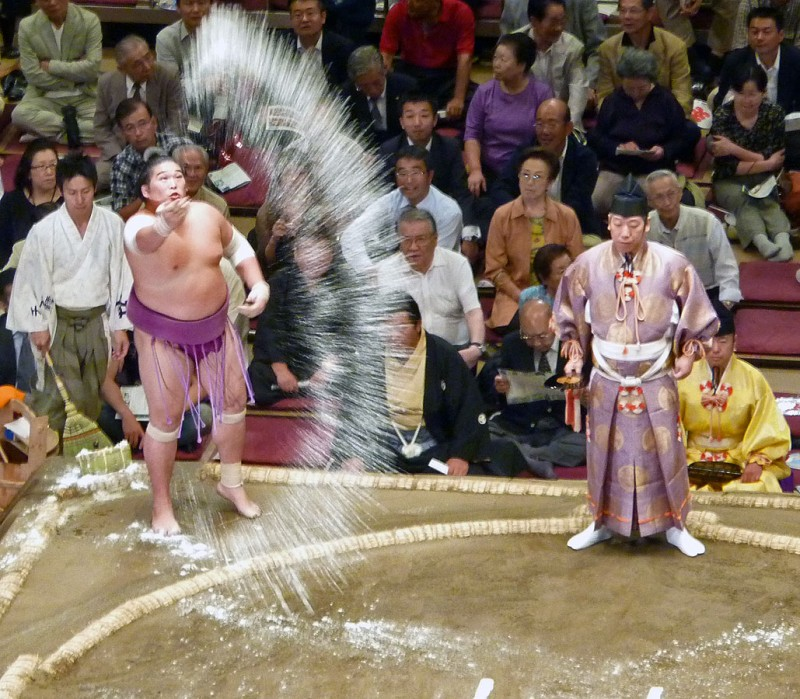 sumo rikishi throws salt into ring september tokyo japan ryogoku 将司 昂親 masatsukasa koshin
