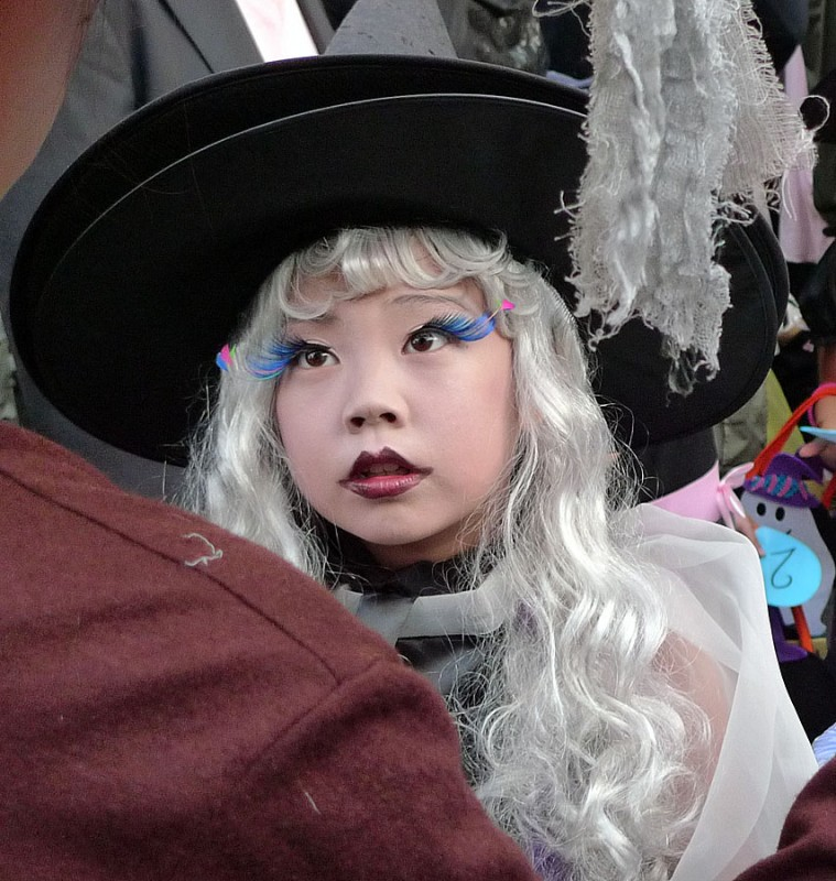 japanese girl blonde witch costume halloween japan