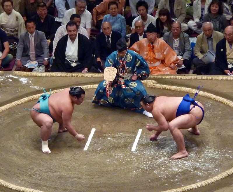 sumo square off tokyo ryogoku japan rikishi