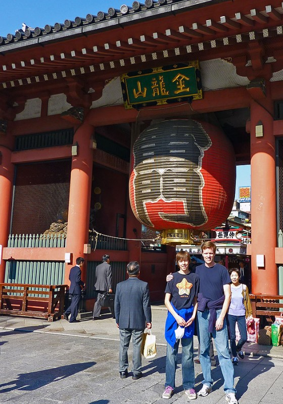 asakusa kaminarimon  gate lantern tokyo japan