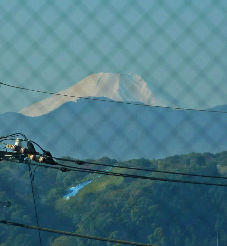 mt. fuji 富士山 from haijima station 拝島駅