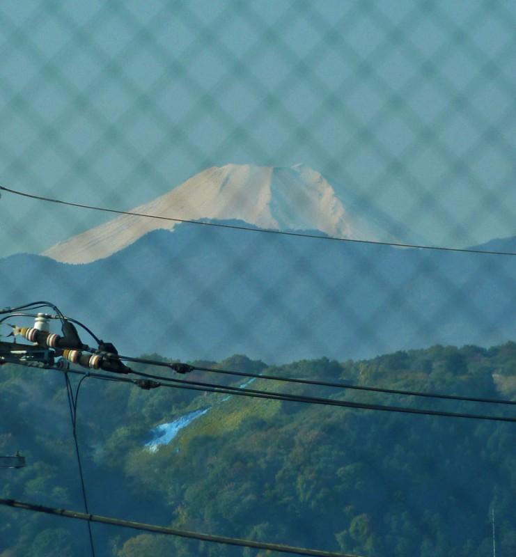 mt. fuji 富士山 from haijima station 拝島駅