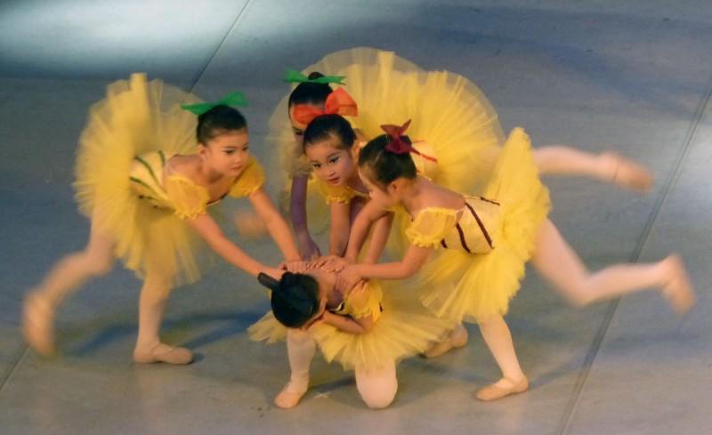 japanese girls ballet dancing