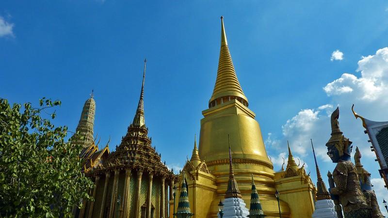 golden stupa emerald buddha grand palace bangkok thailand