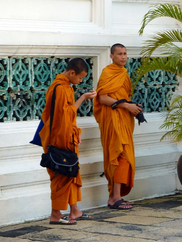 thai buddhist monk photographers