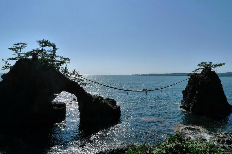 ocean rocks wedded rope sea of japan 双子岩