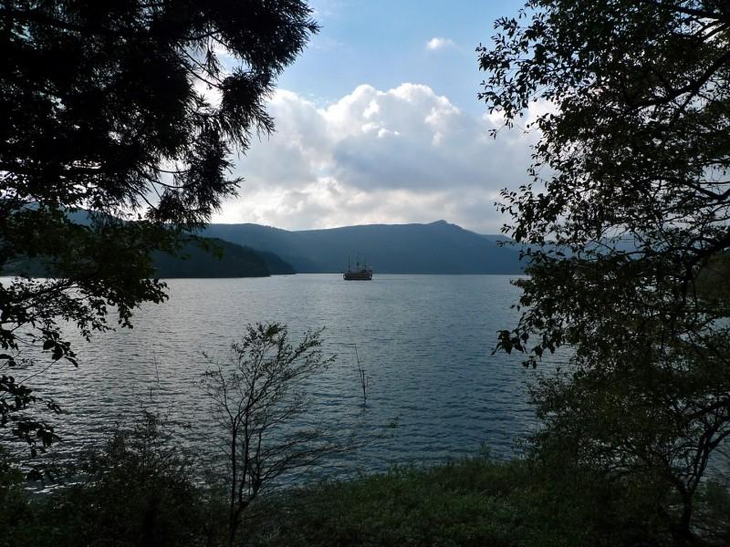 ashinoko pirate boat