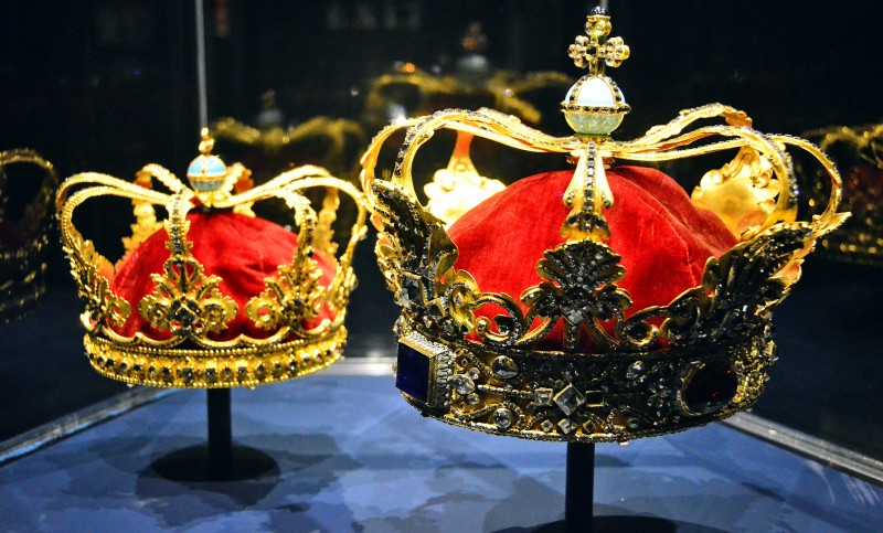 Crown of Christian V 1665-70 and The queen's crown 1731