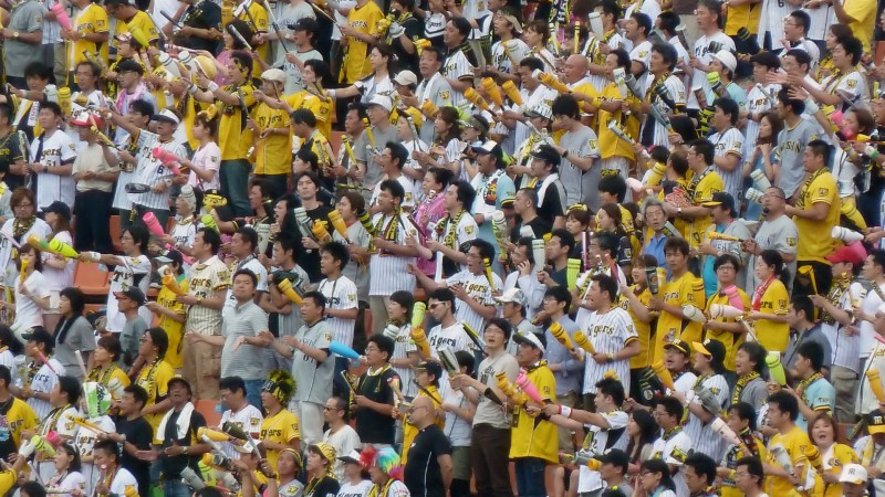hanshin tigers osaka yokohama fans