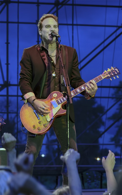 Thom Gimbel formerly of aerosmith plays for Foreigner in Oregon