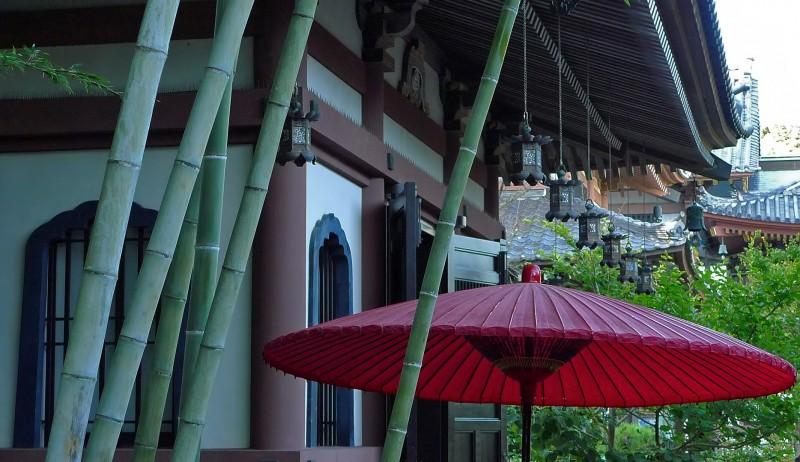 Hasedera 長谷寺 red shade bamboo