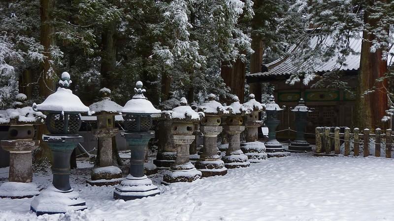 snow japan scene winter lanterns