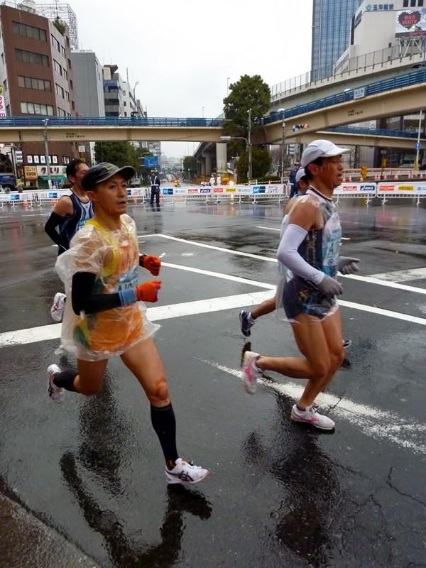 tokyo marathon 2010 rain iidabashi