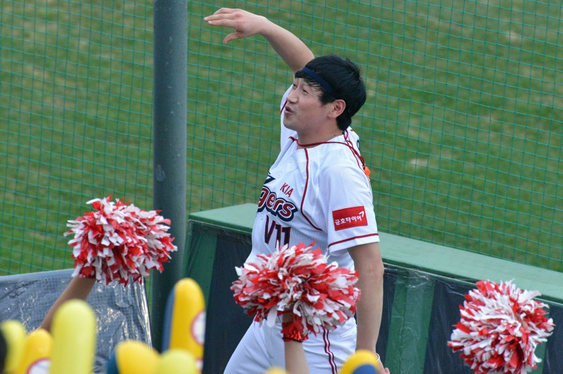 kia tigers baseball gwangju male cheerleader v11