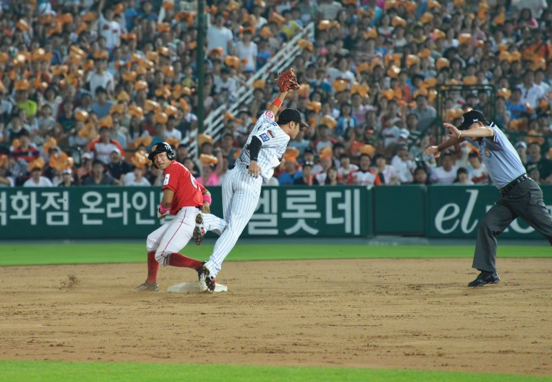문규현 Mungyuhyeon wyrens lotte giants safe call stolen base
