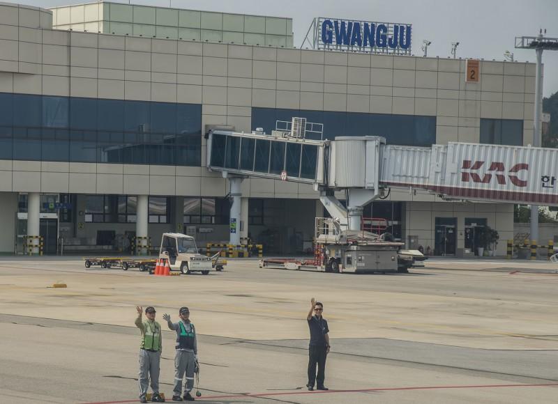 gwangju airport wave goodbye