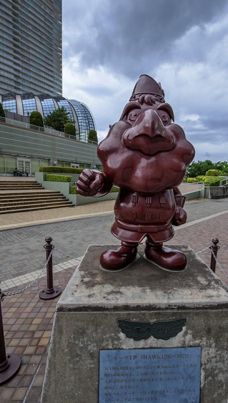fukuoka hawk statue