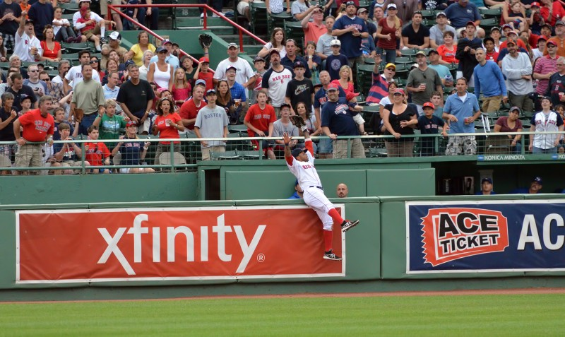 Darnell McDonald takes away a home run from Kelly Johnson boston red sox fenway park